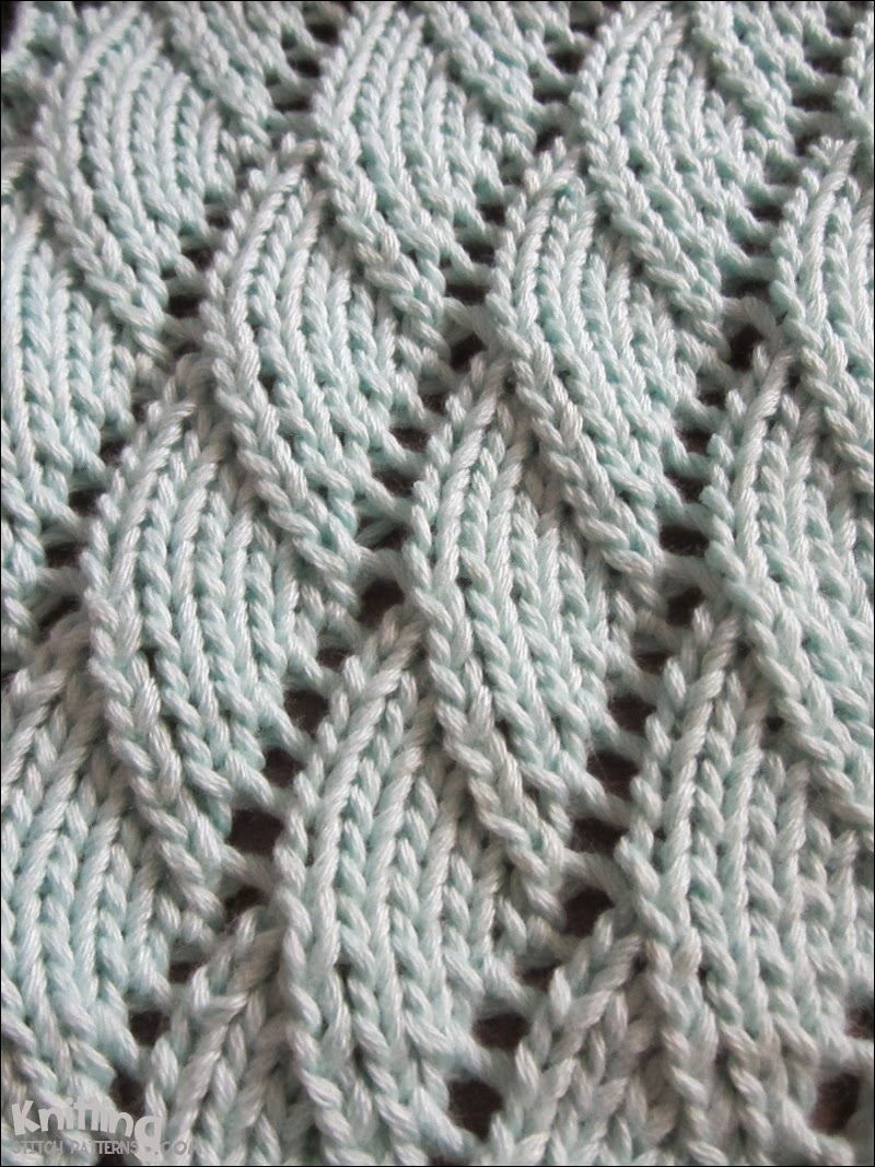 Easy Scarf Patterns To Knit : Saturday Night Stitches Overlapping Waves   FibreandFabrics Crafts Blog
