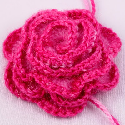 Crochet Rose ♥ http://heidibearscreative.blogspot.com.au