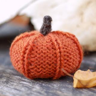 Knit - Jack Be Little Pumpkin - http://www.thesittingtree.net/2011/10/free-knitting-pattern-jack-be-little.html