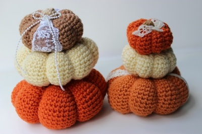 "Crocheted ""I love Pumpkins"" Free Pattern by theslantedlife.blogspot.com"