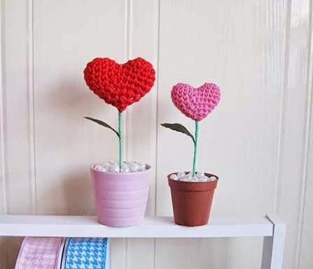 Free #Crochet Pattern - Valentine Heart Plants