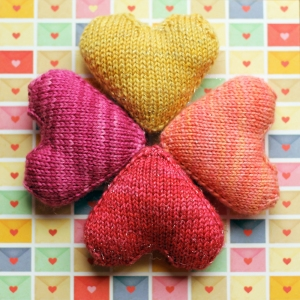 Free #knitting pattern \\ Love You Forever Stuffed #Heart \\ http://ow.ly/Y0DXc #valentinesday